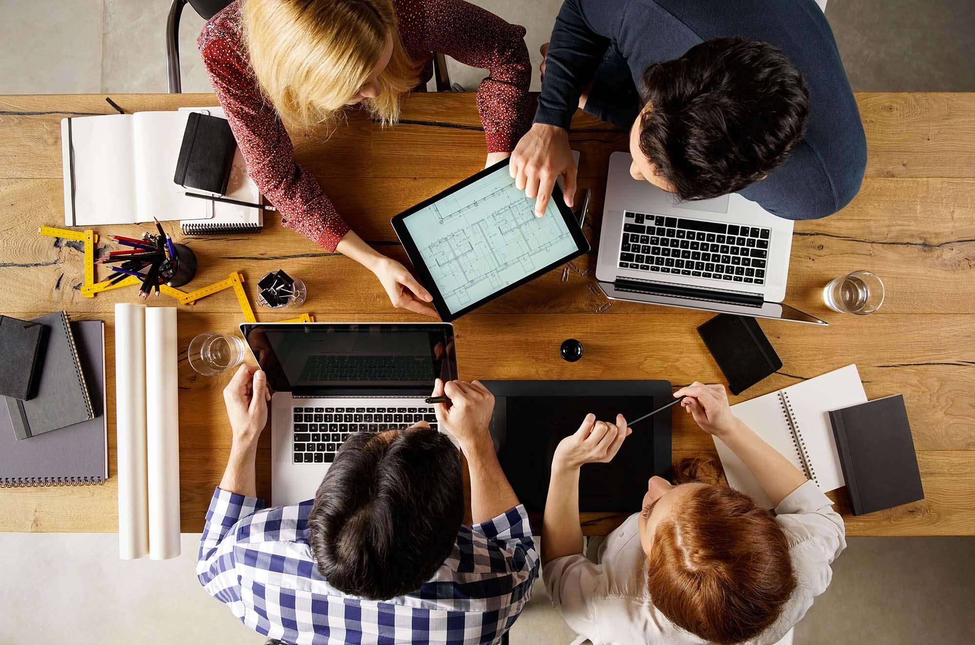 Подходит тем, кто планирует работать в компании с оформлением по Трудовому кодексу