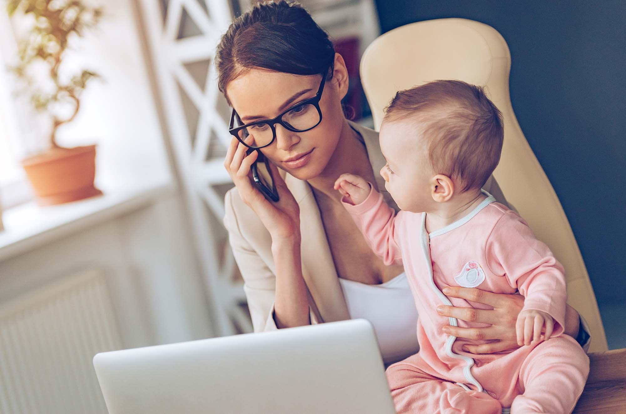 Женщины, находящиеся в отпуске по уходу за ребенком до 3 лет